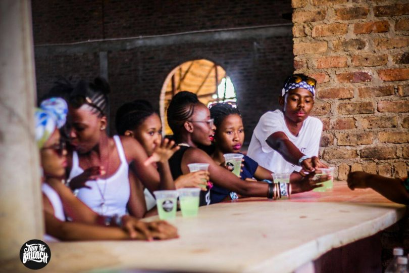 The drinking hle