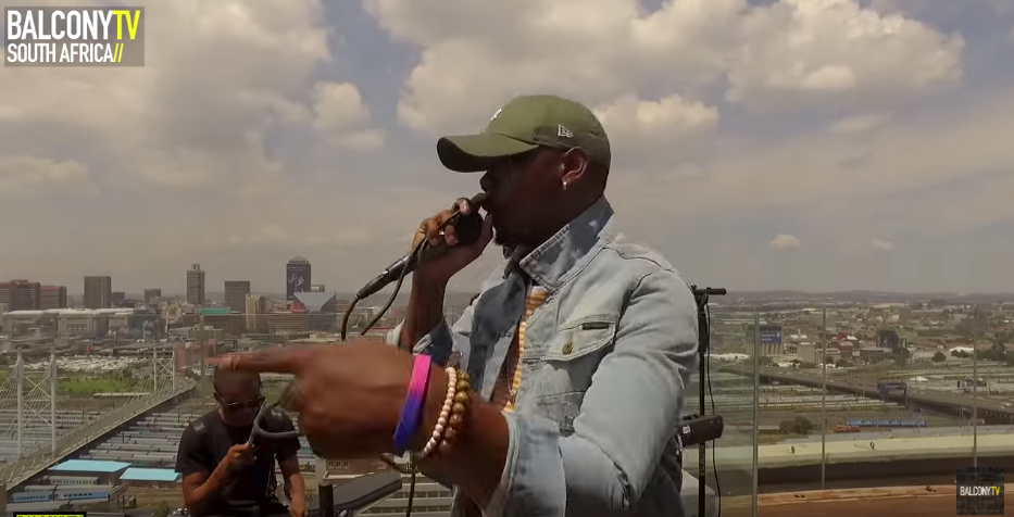 """LINXSTAR performs the song """"WHAAT"""" for BalconyTV."""